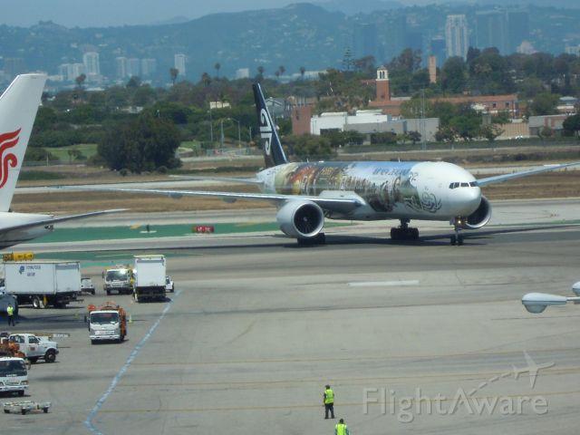 BOEING 777-300 — - AIR NEW ZEALAND 777-300 HOBBIT COLOURS