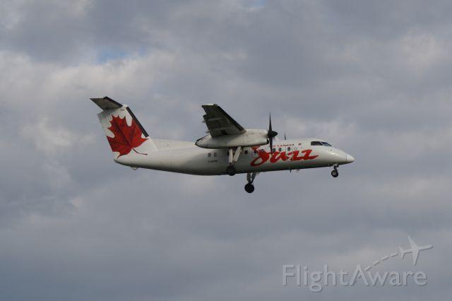 de Havilland Dash 8-100 (C-GONX) - Arriving at Montréal-Trudeau