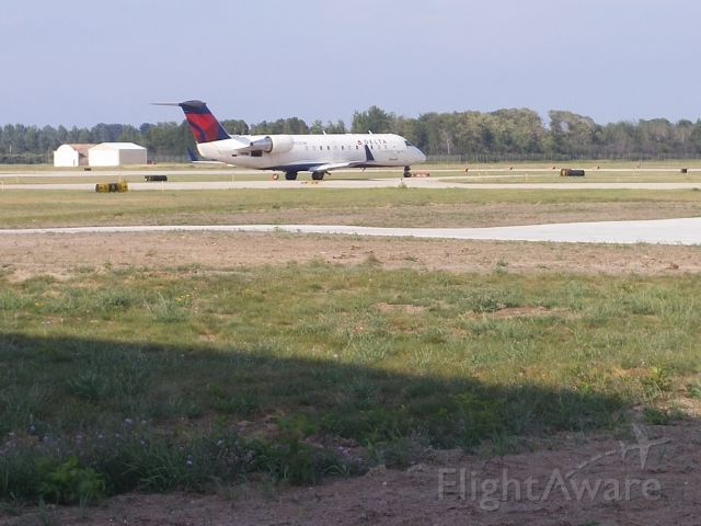 Canadair Regional Jet CRJ-200 (N4535W) - SKW7405 holding short of 36 for departure on 27