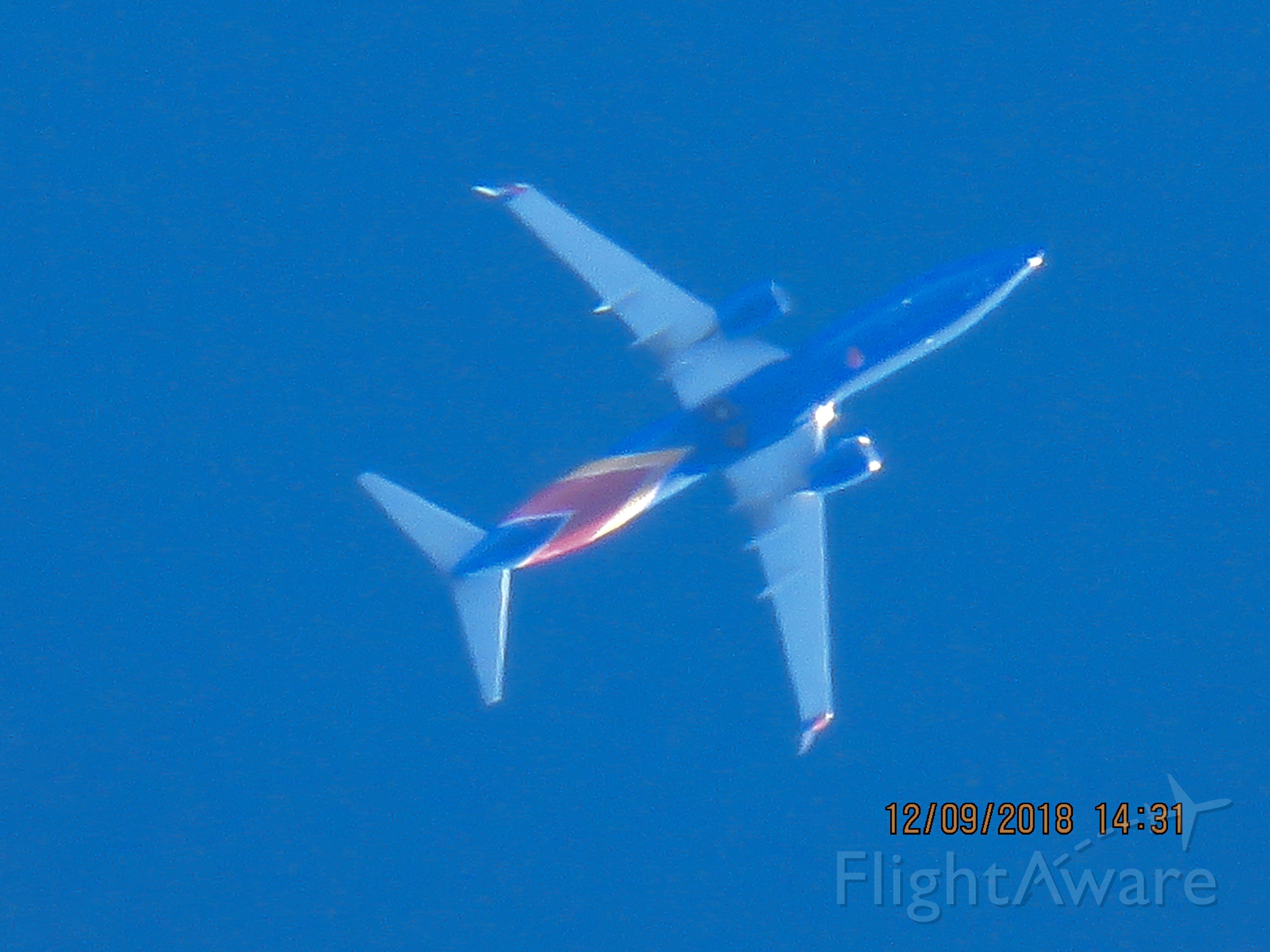 Boeing 737-800 (N8518R)