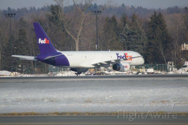 Boeing 757-200 (N958FD) - Parked at the FedEx National LTL building at KALB.