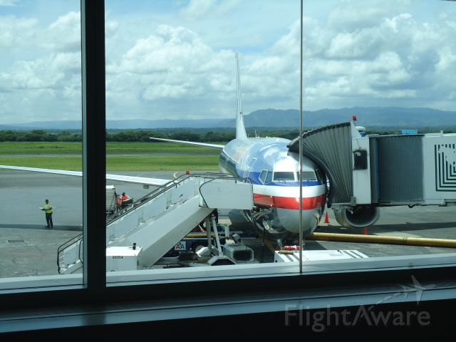 Boeing 737-800 (N896NN) - Parked at gate 6 at Managua Int. Airport. Getting Ready for flight AA970, nonstop service from Managua to Miami