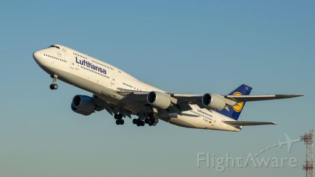 BOEING 747-8 (D-ABYJ) - Lufthansa B747-8 lifting off 33L KIAH