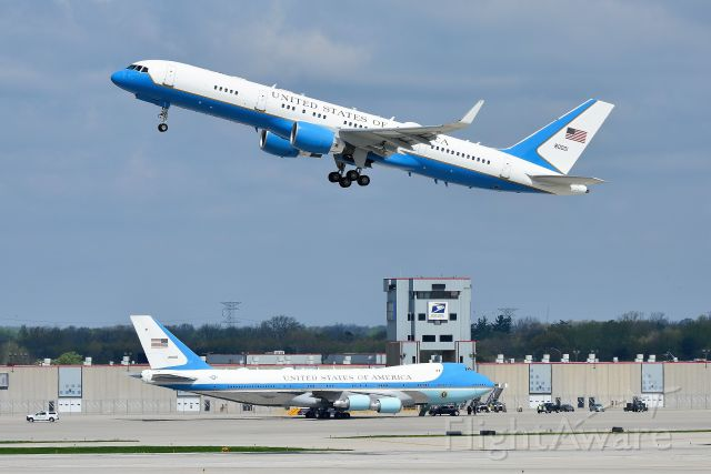Boeing 747-200 (92-9000) - Both President Trump and V.P. Pence were in Indianapolis today (04-26-19) Here VP's aircraft departing first with AF1 in the background.