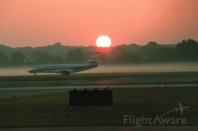 Cessna Citation Sovereign (N317QS) - Taxing to runway 28 Cape May KWWD Sun-Up