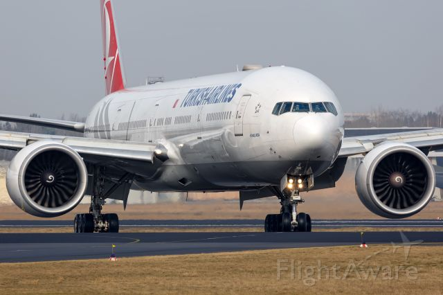 BOEING 777-300 (TC-JJY)