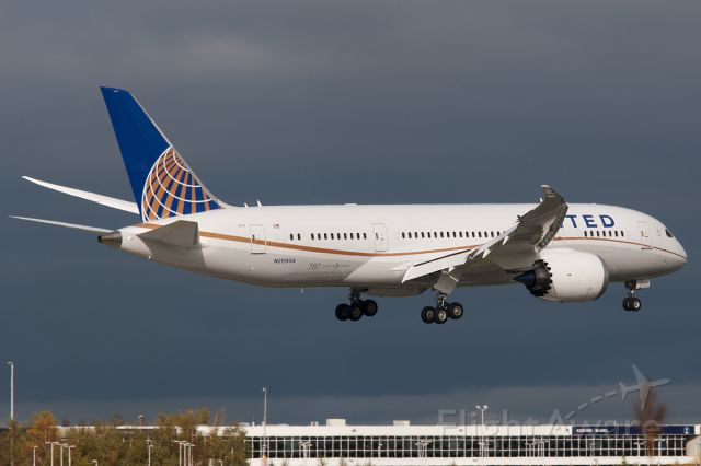 """Boeing Dreamliner (Srs.8) (N20904) - In anticipation of the first commercial flight, a """"testflight"""" and pilot handling was planned this day with the first visit of United's B787-8 """"Dreamliner"""". From Houston on final rwy 06 as UAL7708."""
