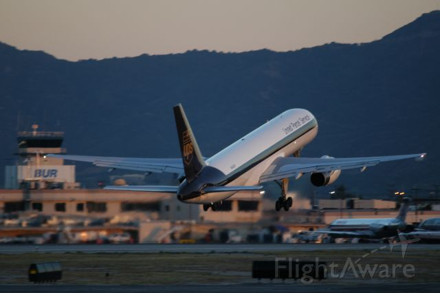 Boeing 757-200 (N444UP) - Departing Runway 15