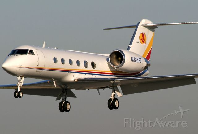 N385PD — - This beautiful G-IV (cn 1088) is caught on short final to Rwy 30 at Long Beach.
