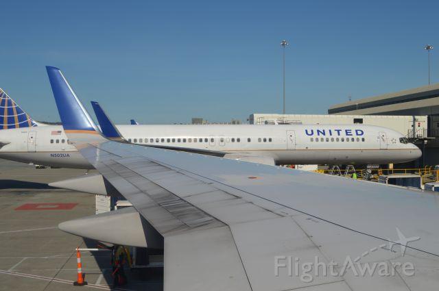 Boeing 757-200 (N502UA)