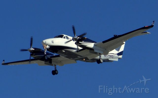Beechcraft Super King Air 350 (N575RD) - Coming into land on 30L at KSJC.
