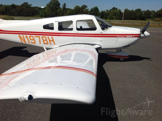Piper Cherokee (N1978H) - Sporting new paint from Smoketown PA
