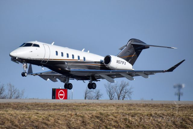 Bombardier Challenger 300 (N571FX) - FlexJet Challenger 350 departing Buffalo