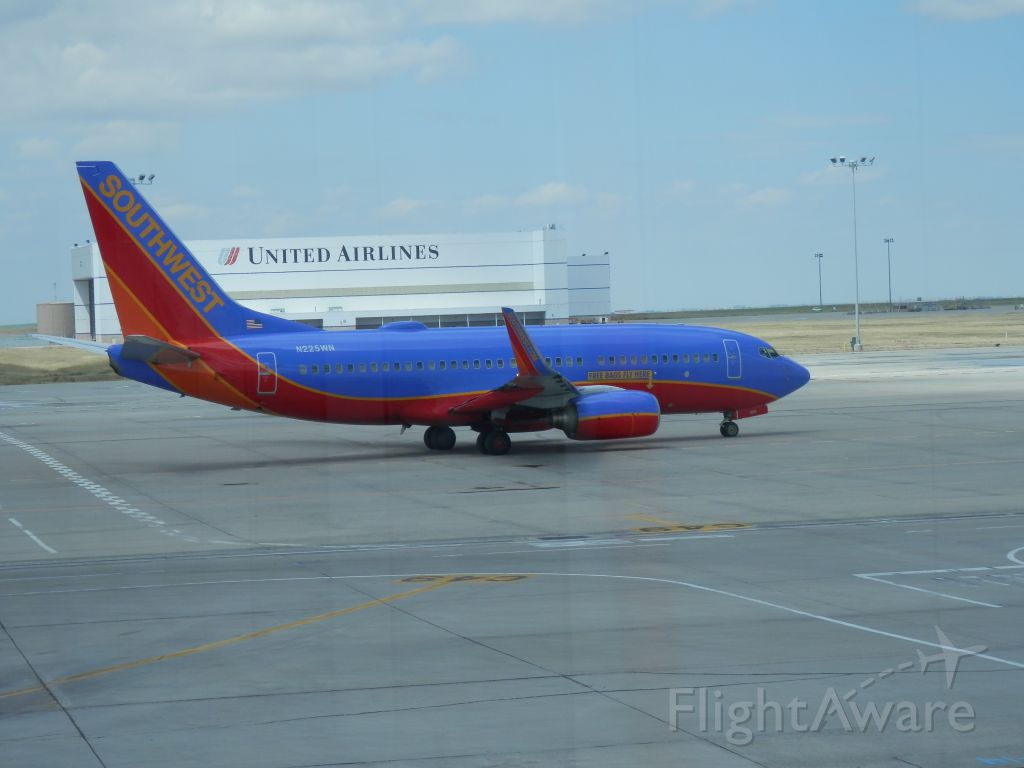 Boeing 737-700 (N225WN) - THE GRASS IS ALWAYS GREENER
