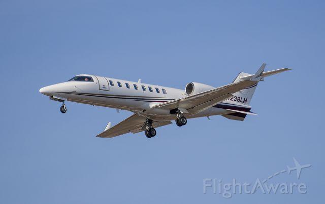 Learjet 45 (N238LM) - Runway 20R arrival @KDPA.