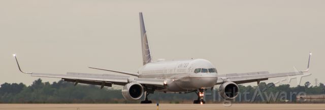 Boeing 757-200 (N14102) - I LOVE the new location of the strobes on 757!!