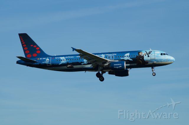 Airbus A320 (OO-SNC) - Honoring René Magritte, a famous Belgian painter