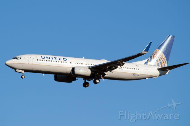 Boeing 737-800 (N37281)