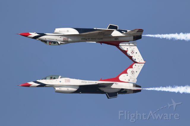 Lockheed F-16 Fighting Falcon — - USAF Thunderbirds performing a Calypso pass at the Gulf Coast Salute.
