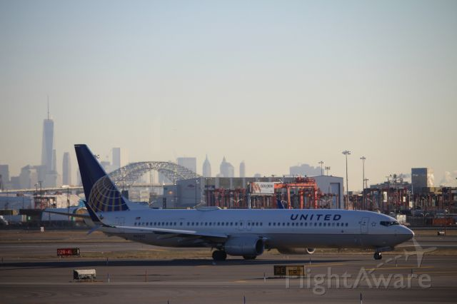Boeing 737-900 (N67827) - Taken from the lounge of Terminal B, EWR