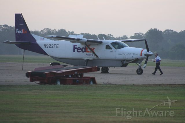 Cessna Caravan (N922FE) - C208 pilot with his morning cup of coffee about to depart from KMLU to KHSV.