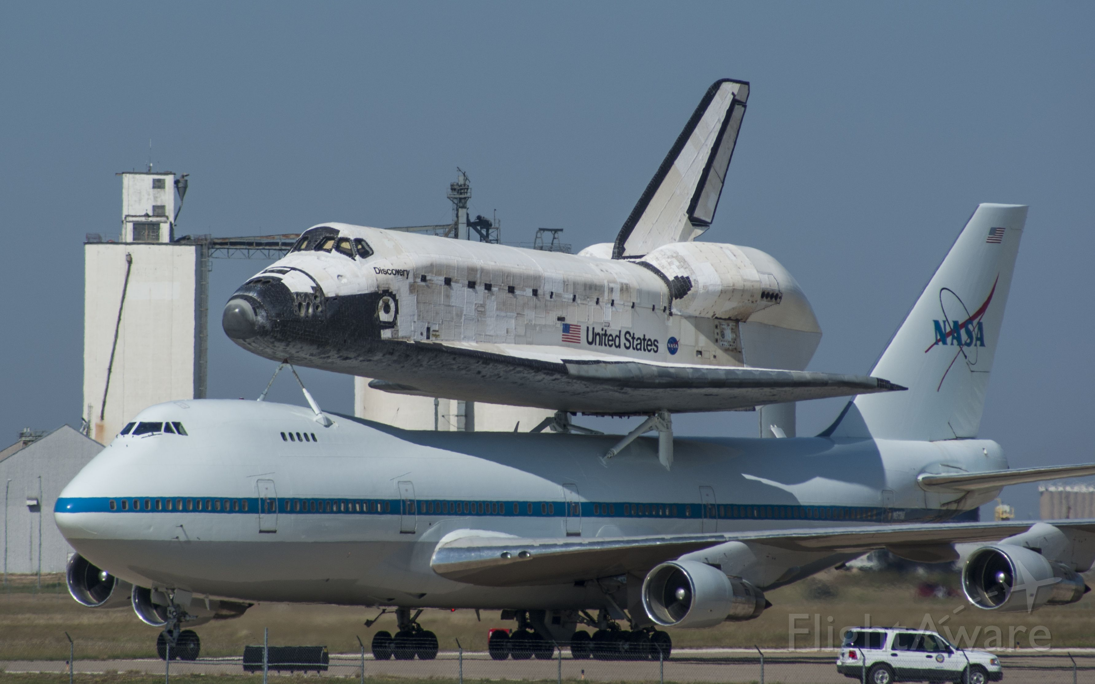 Boeing Shuttle Carrier (N911NA) - The space shuttle Discovery as it transits through Amarillo, Texas, back to Florida, on Sept. 20th, 2009.