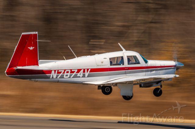 Mooney M-20 (N7874V) - Mooney M-20P N7874V taking off from KLOM (Wings Field)br /1/60 sec. f/16 500mm ISO 64