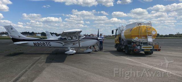 Cessna Skylane (N908TC)