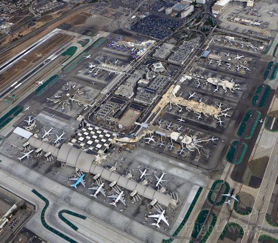 Cessna Skyhawk (N974TA) - A crisp view above LAX from a C-172 in the LAX Class B VFR Transition Special Flight Rules -Foreground showcase the new terminal at Tom Bradley designed to accommodate the Super Jumbo A380.
