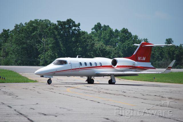 Learjet 31 (N1JM) - JM 500 LLC (Jamie McMurray) taxiing to runway 28 at KSVH - 6/18/09 *** NOTE: Now registered as N54CH as of 6/1/13