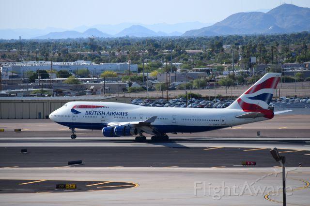Boeing 747-200 (G-BNLW) - landing RWY 26 from EGLL