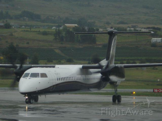 de Havilland Dash 8-400 (C-FGDP)
