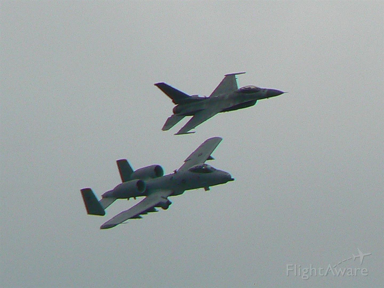 Lockheed F-16 Fighting Falcon — - F16 und A10 in ETAD-Abschied A10