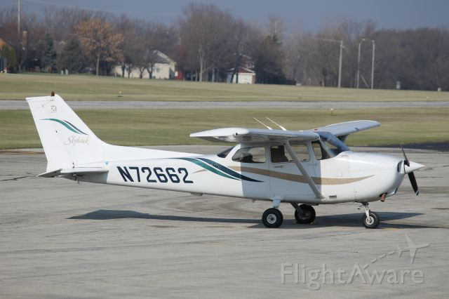 Cessna Skyhawk (N72662) - On the ramp at 1C5