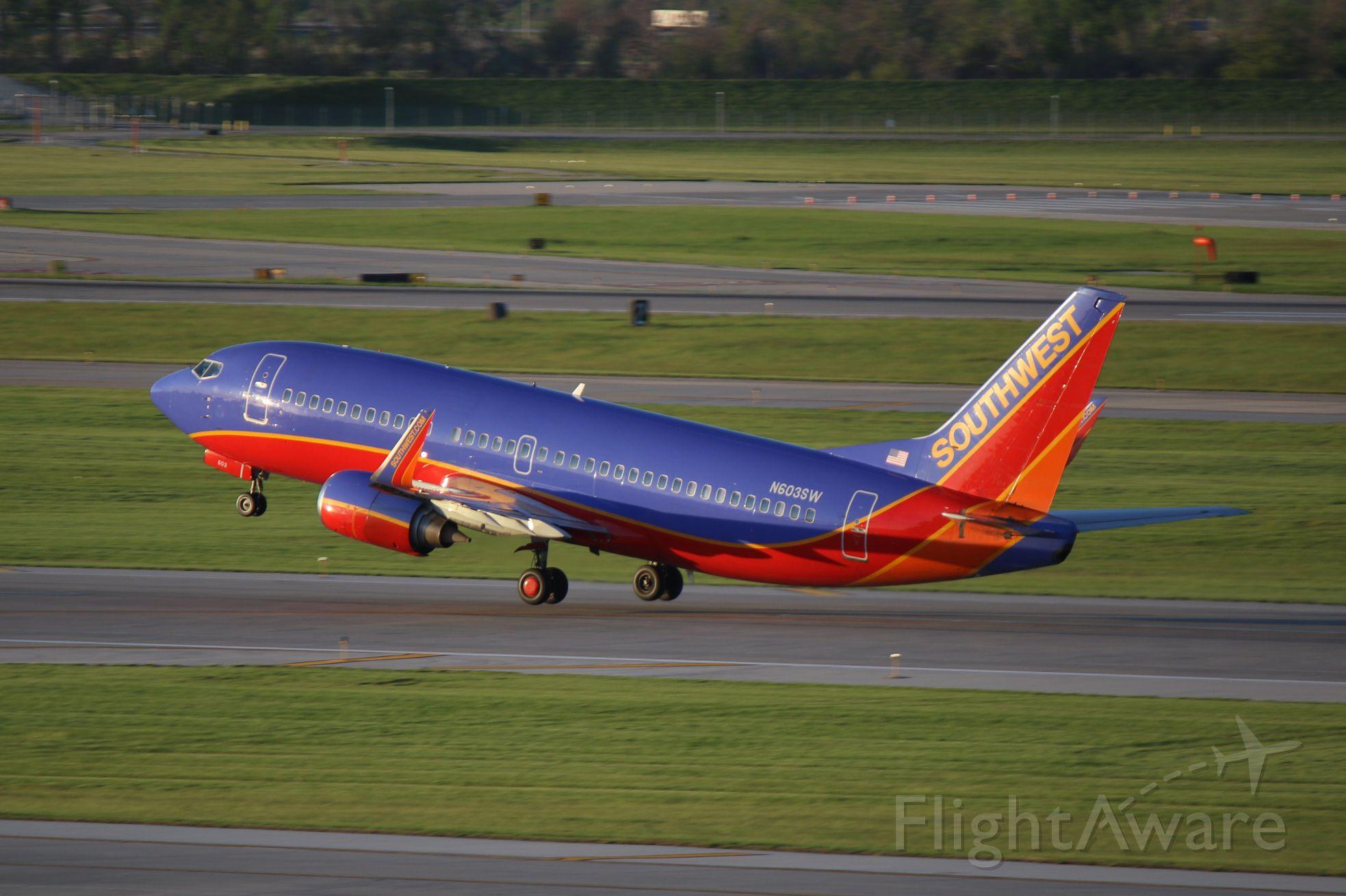 BOEING 737-300 (N603SW)