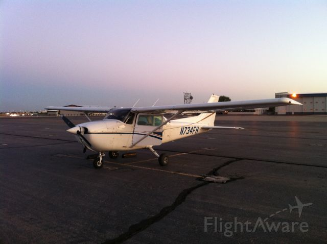 Cessna Skyhawk (N734FH) - Early morning at Boise, ID just before returning to Auburn, CA.