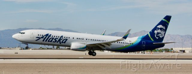 Boeing 737-700 (N428AS) - Please change the size to full screen to decrease the blurriness.