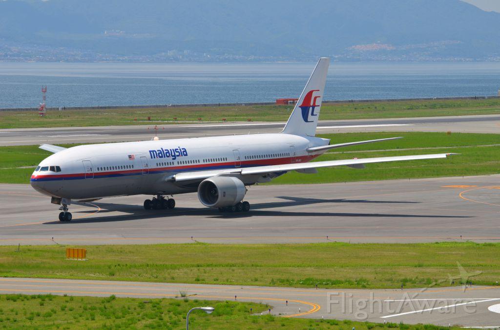 Boeing 777-200 (9M-MRL) - Airline: Malaysia Airlines (MH/MAS); Airport: Kansai International Airport (KIX/RJBB); Camera: Nikon D7000; Date: 4 July 2012