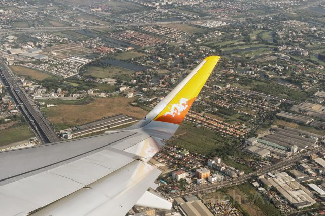 Airbus A319 (A5-JSW) - The flight to Paro is banking over Bangkok just after takeoff. This is Druk Air