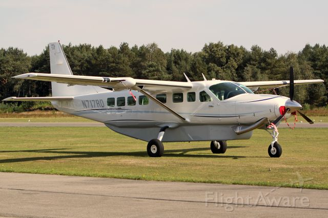 Cessna Caravan (N717RD) - Still based at Zwartberg/Genk Belgium. Who knows a job for this brand-new, beautiful aircraft? In september 2011 this aircraft is operating from Liege Airport (EBLG).