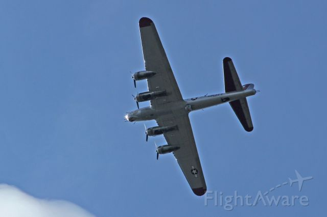 """Boeing B-17 Flying Fortress (N5017N) - The B-17G, (30H), the """"Aluminum Overcast"""", was on an excursion flight out of the Essex County Airport, (KCDW), on 17-Sept-2016, when it flew over Wayne, NJ at about 1024hrsEDT."""