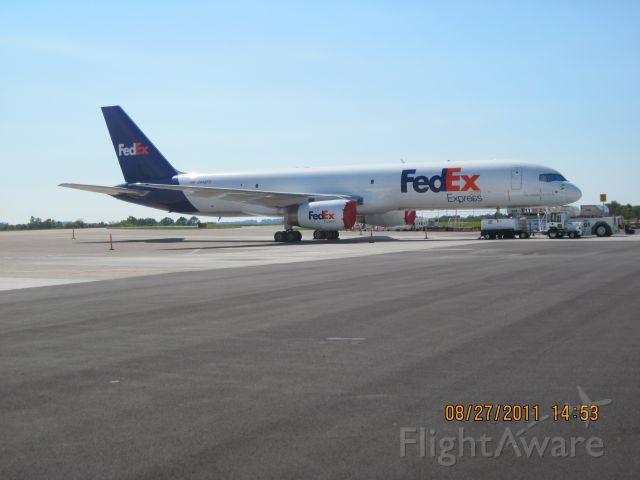 Boeing 757-200 (N948FD)