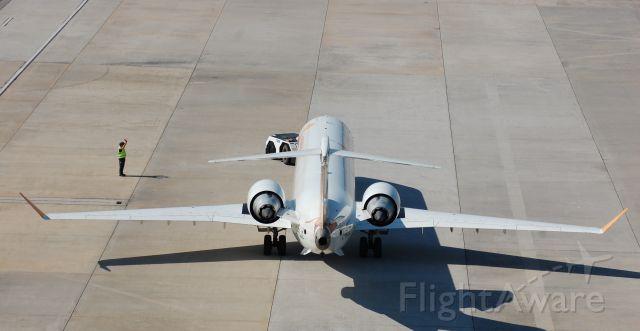 Canadair Regional Jet CRJ-900 (C-FLJZ) - Push-back.