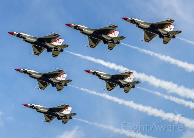 Lockheed F-16 Fighting Falcon — - The USAF Thunderbirds roar past the crowd gathered at Pearson Airport as they head down to the lakeshore and their performance at the Canadian International Airshow