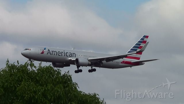 BOEING 767-300 (N386AA) - Aeronave aproximando do Aeroporto Internacional Tancredo Neves.
