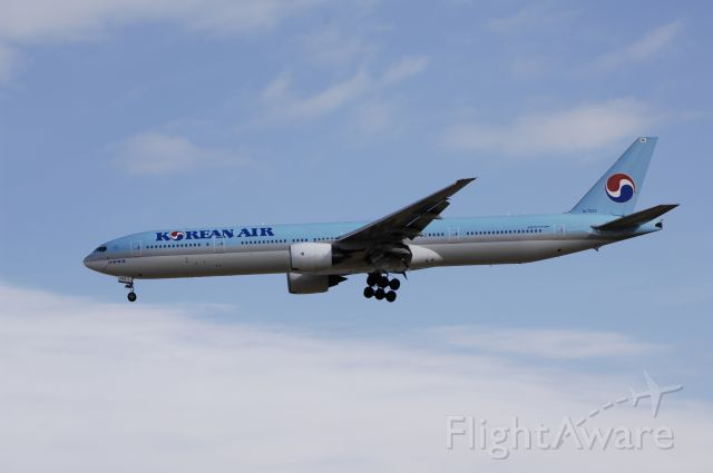 BOEING 777-300 (HL7533) - Final Approach to NRT Airport R/W34L on 2012/01/03