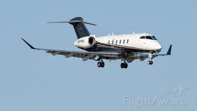 Bombardier Challenger 300 (N578FX)