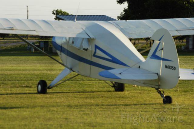 Piper PA-22 Tri-Pacer (N6135D)