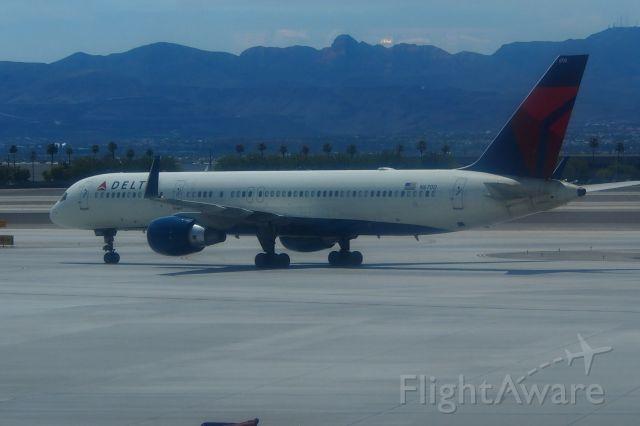Boeing 737-900 (N6700)
