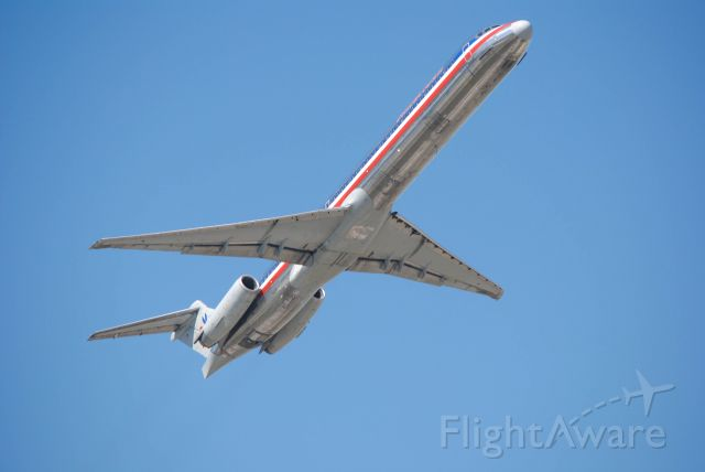 McDonnell Douglas MD-82 (N501AA) - 3/21/2016: American Airlines 1989 McDonnell Douglas MD-82 (N501AA) departing KIAH.